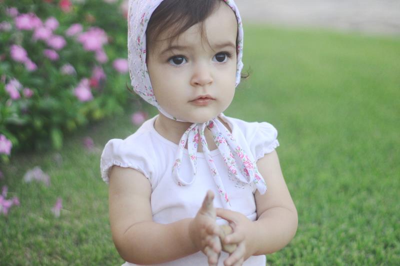 Natália está em uma fase muito encantadora. Além disso a menina é o charme  em pessoa e simplesmente adora carregar coisas na cabeça! 62bfbe3fc85